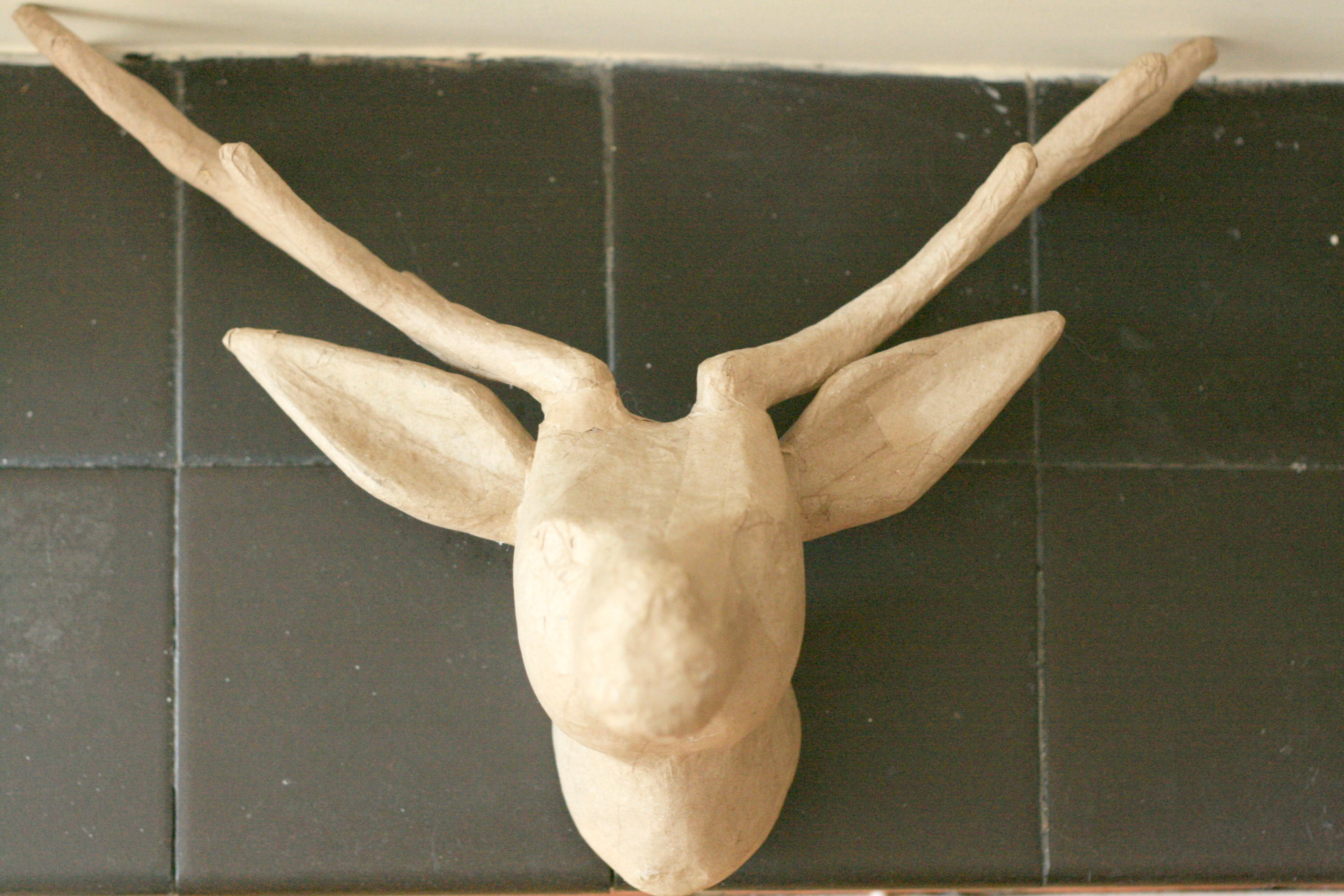 paper deer head Product features paper deer/stag head brand new and boxed easy to hang single wall fixing.