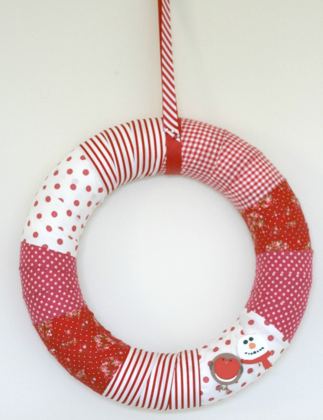DIY-No-Sew-Fabric-Christmas-Wreath-by-Claireabellemakes