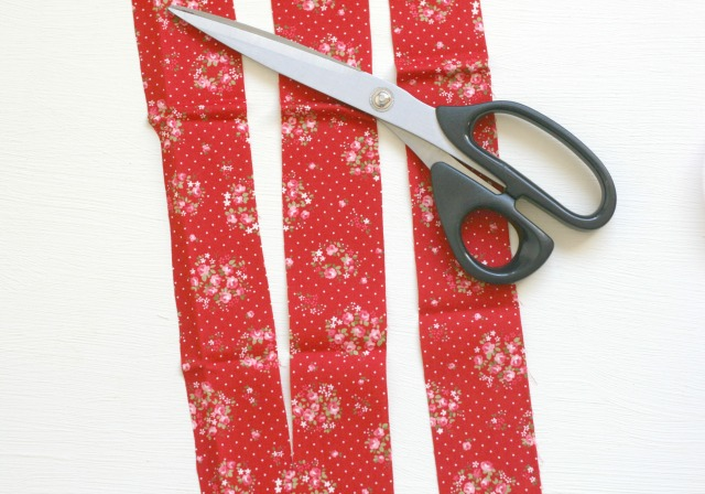 Fabric-Strips-No-Sew-Wreath-Claireabellemakes