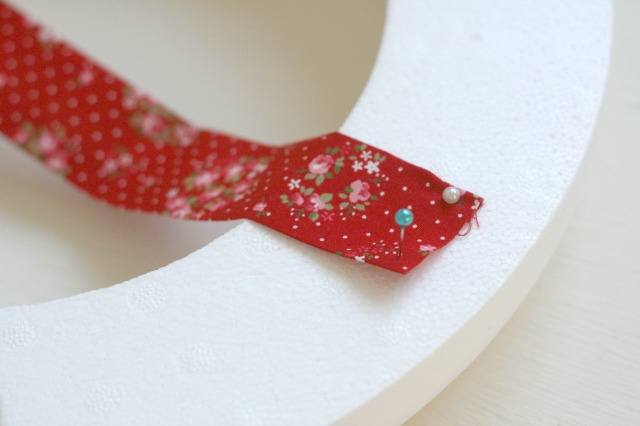 No-Sew-Fabric-Christmas-Wreath-Claireabellemakes