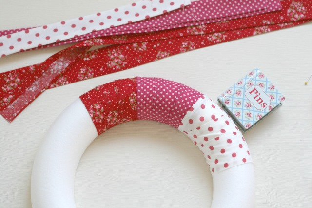 No-Sew-Wreath-Christmas-DIY-Claireabellemakes